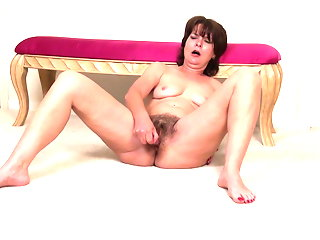 Hairy mature wife fucks hungry old cunt