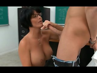WOW! Slutty Stepmom Tries Painful Anal Taboo