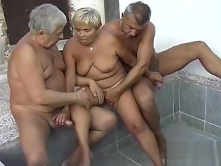 OmaPasS Mature and Granny Lesbian Sex Homemade Vid