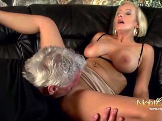 Hot German milf is having amazing sex with a stranger and moaning frompleasure while cumming